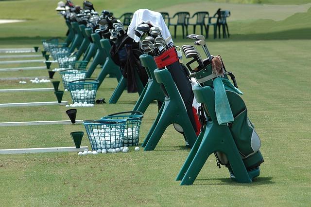 imagine cu echipament de golf
